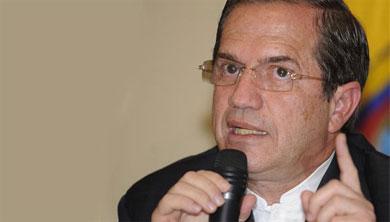"Canciller de Ecuador asegura que ""jamás"" recibiría a Capriles"