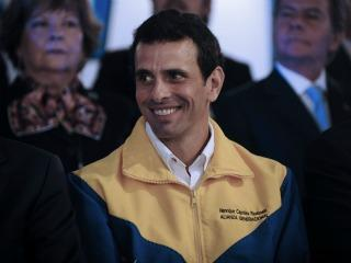 Finaliza reunión entre Juan Manuel Santos y el opositor venezolano Henrique Capriles