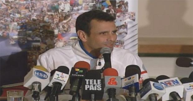 Rueda de prensa con Capriles en vivo desde Colombia
