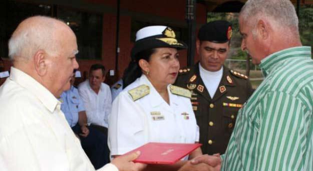 Reconocen a cubanos en las Fuerzas Armadas de Venezuela | iJustSaidIt.com
